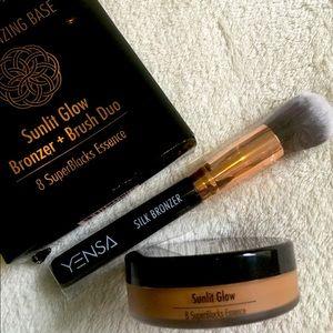 New in box Yensa, Silk Bronzer& Brush Duo